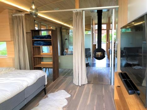 Schlafzimmer mit Smart TV